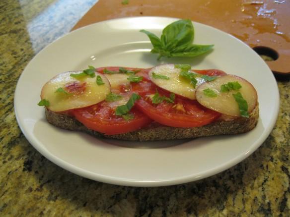 tomato nectarine sandwich